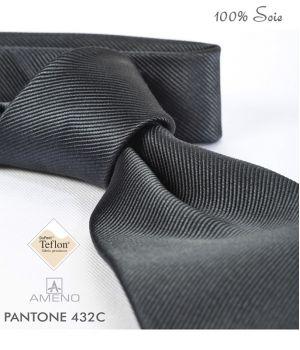 Cravate 100% Soie, Gris foncé, Doux au toucher, Traité anti taches, Largeur 7 cm