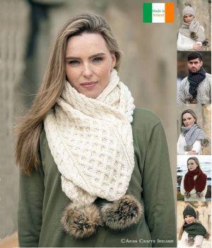 Magnifique Écharpe Irlandaise, avec Pompon en Fausse Fourrure