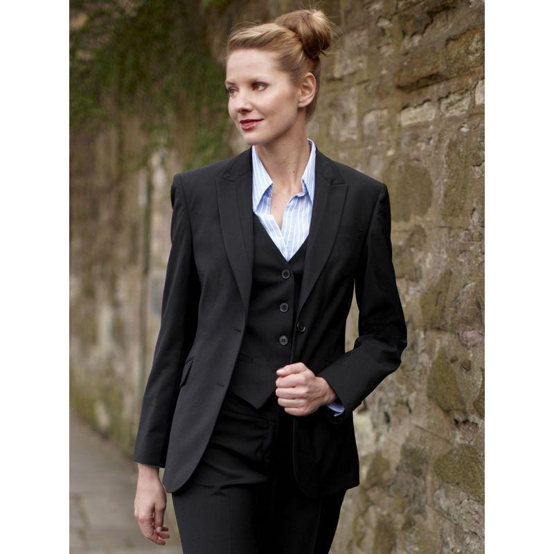 La veste est la pièce indispensable pour marquer votre personnalité! Optez pour un style classique ou original avec les vestes Camaïeu!